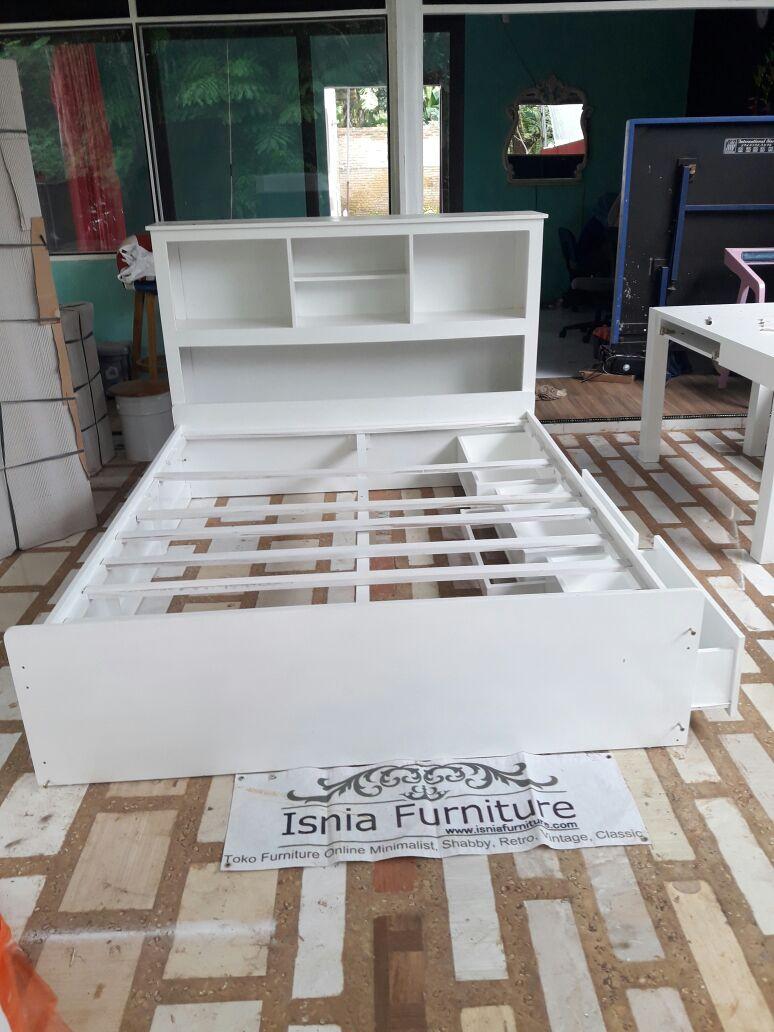 Tempat Tidur Laci Warna Putih